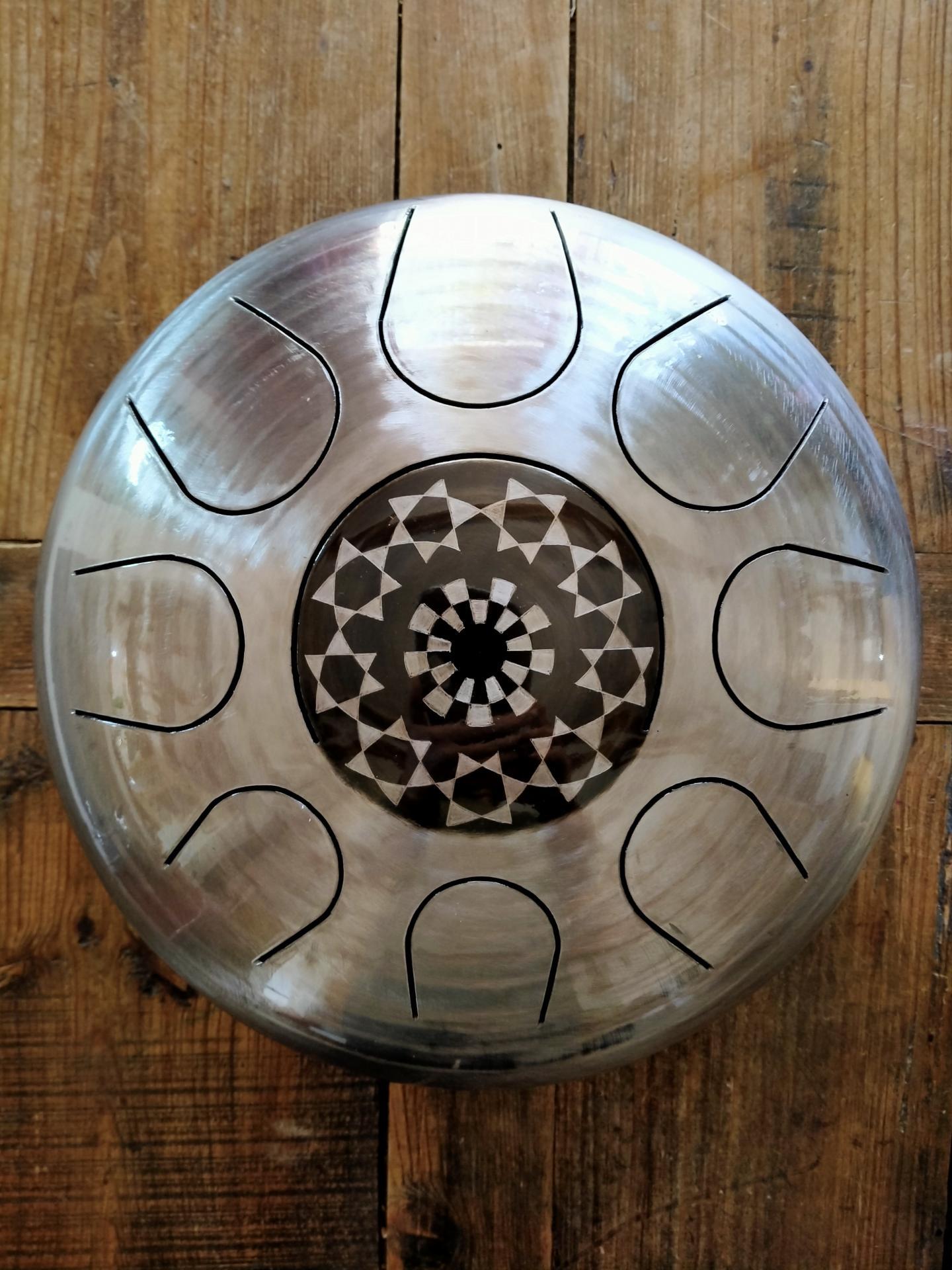 Steel tongue drum gravé , Sound circle.