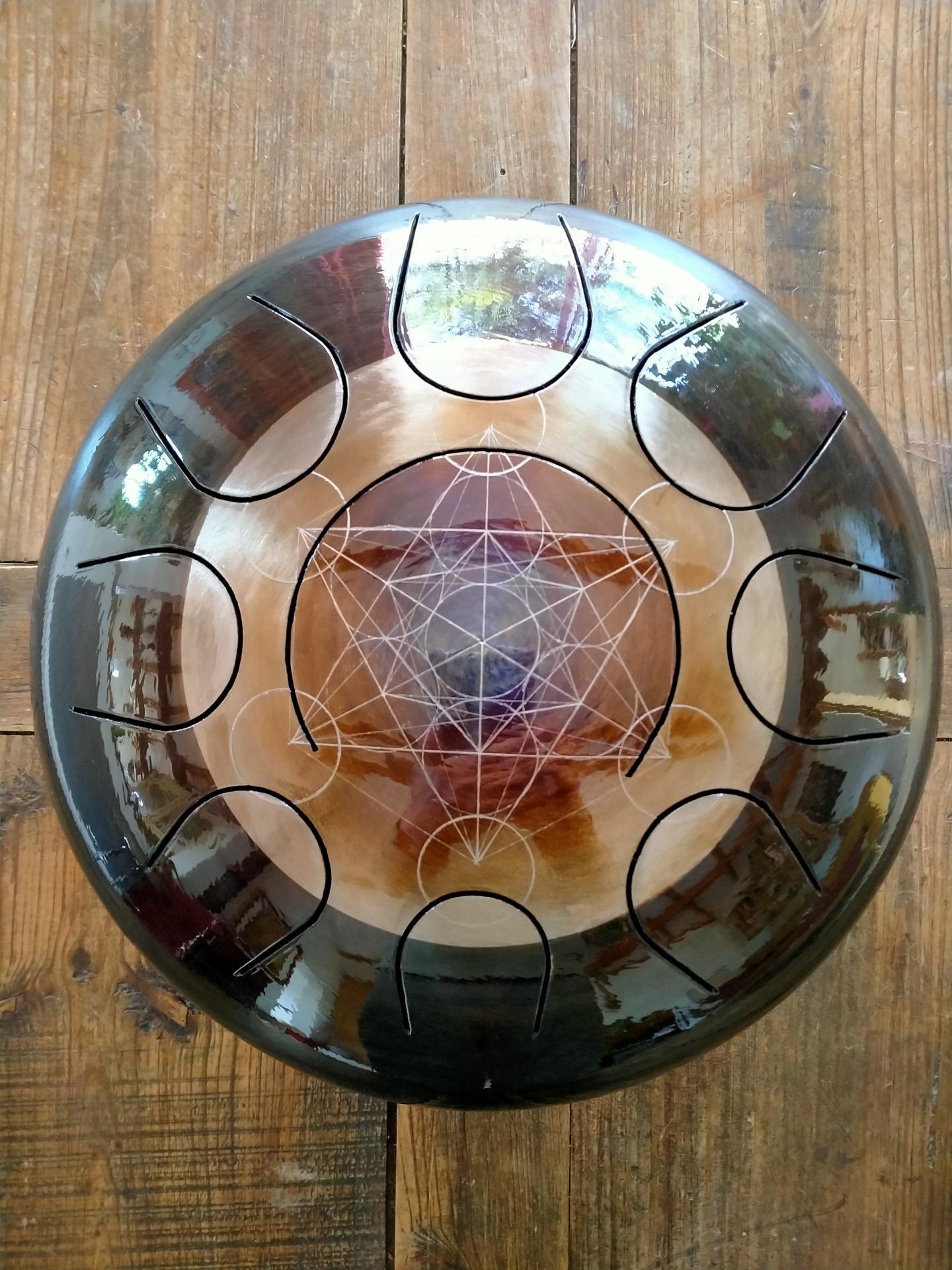 Steel tongue drum avec cube de métatron gravé & flambé, Sound circle.