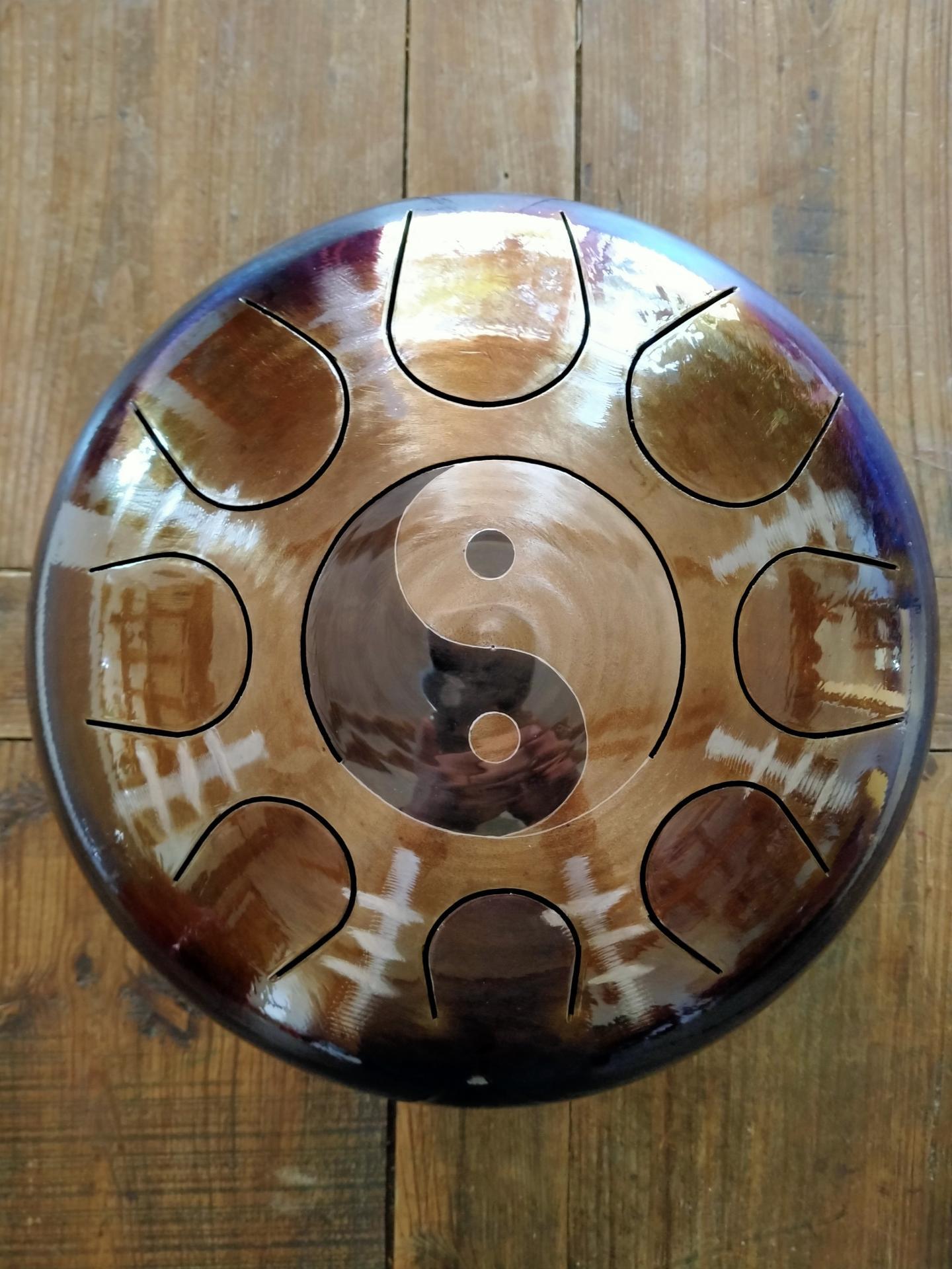 Steel tongue drum avec Om gravé & flambé, Sound circle.