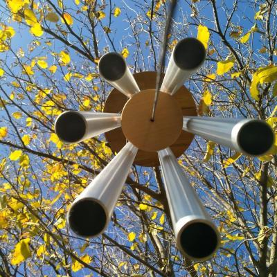 Carillon à vent en tubes de 30 mm de diamètre.